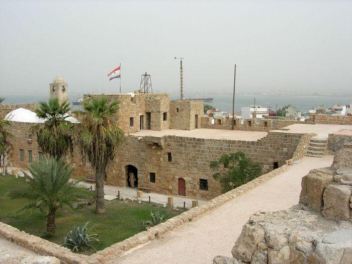Arwad_Castle_阿瓦德古堡_-_panoramio.jpg